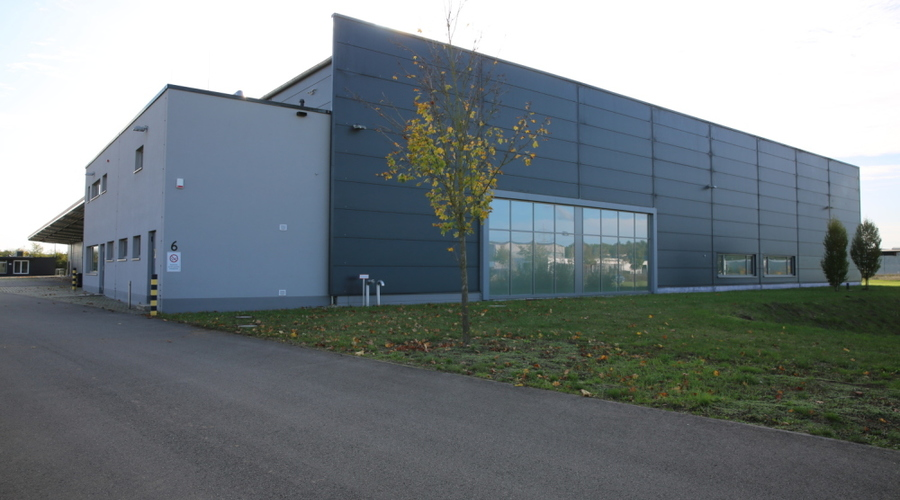 Production and storage hall including office building and 26,000 m² of open space