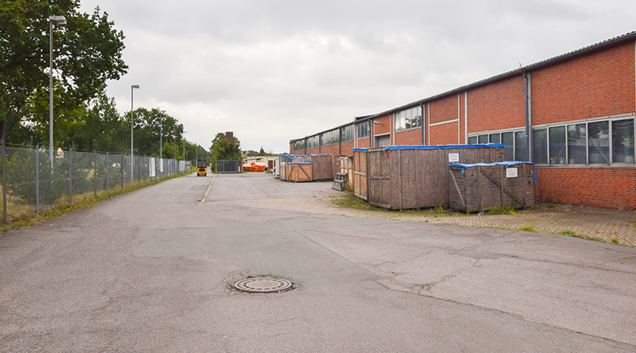 Approximately 80,000 m² commercial property