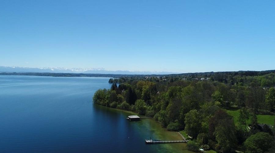 Lakeside park-like property in Feldafing