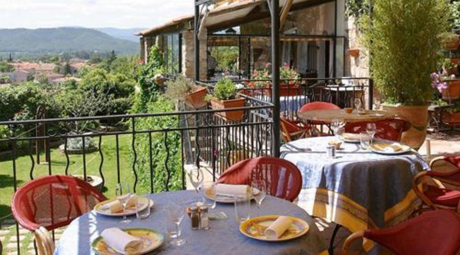 Hotel and Gourmet Restaurant in a Medieval Castle in Provence
