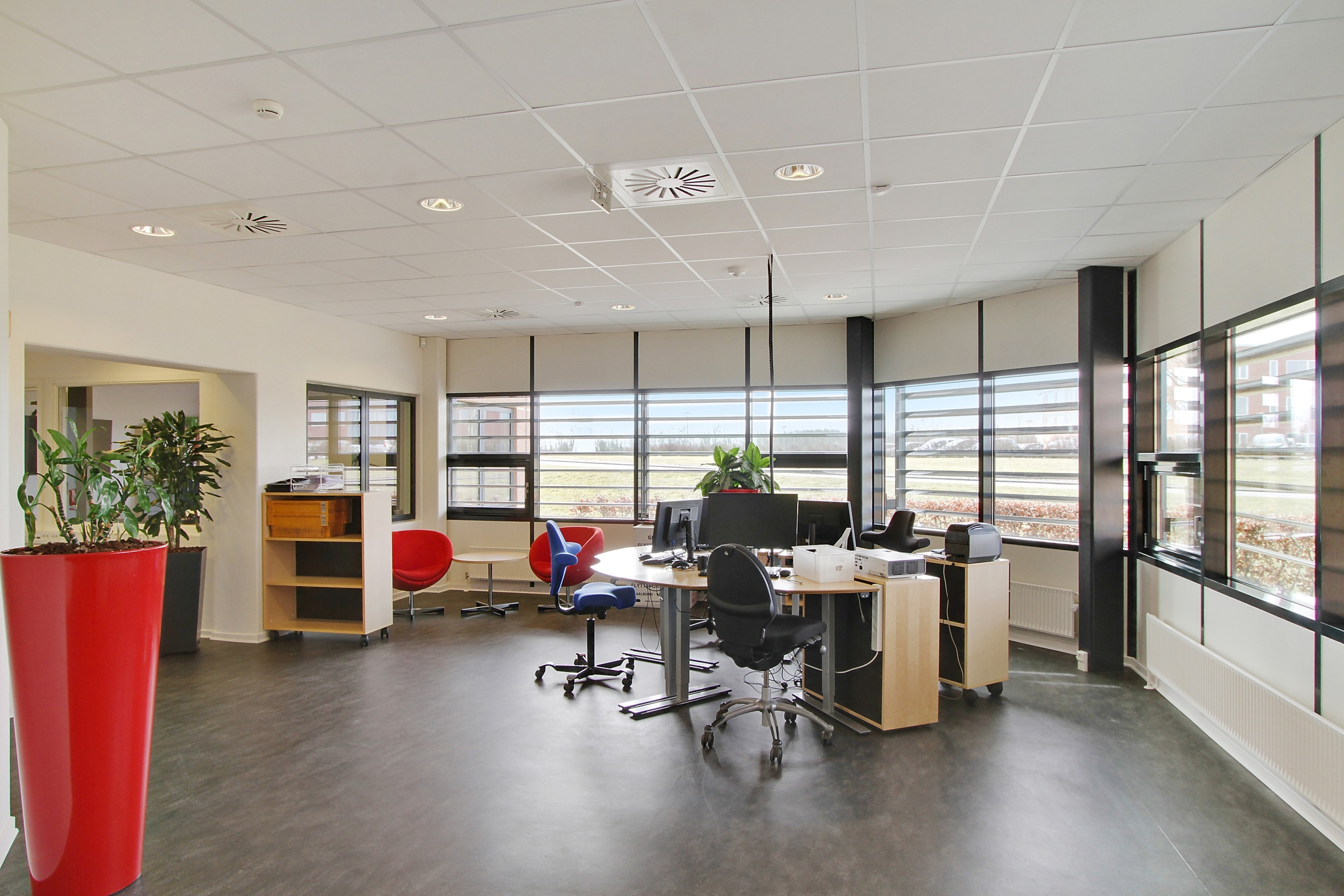 Modern Office Building   2.154 M²