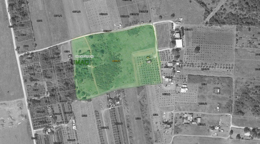 Large plot with house and auxiliary building
