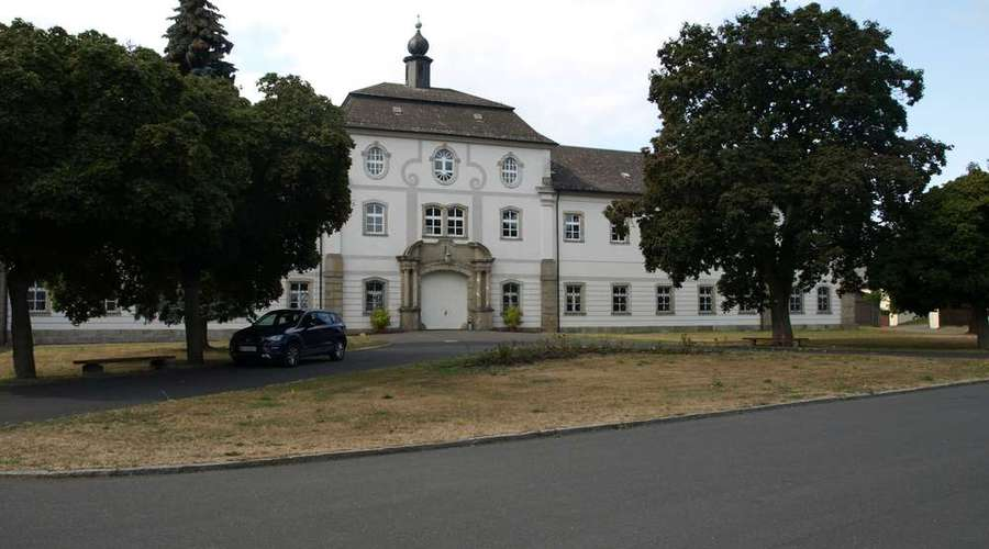 Historic castle with monastery, school and seminar rooms near Konnersreuth