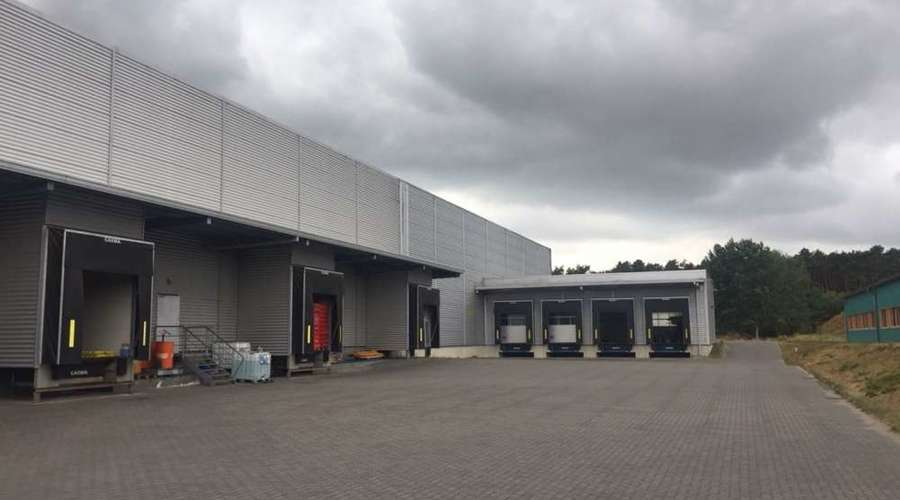 Logistics and production hall with offices