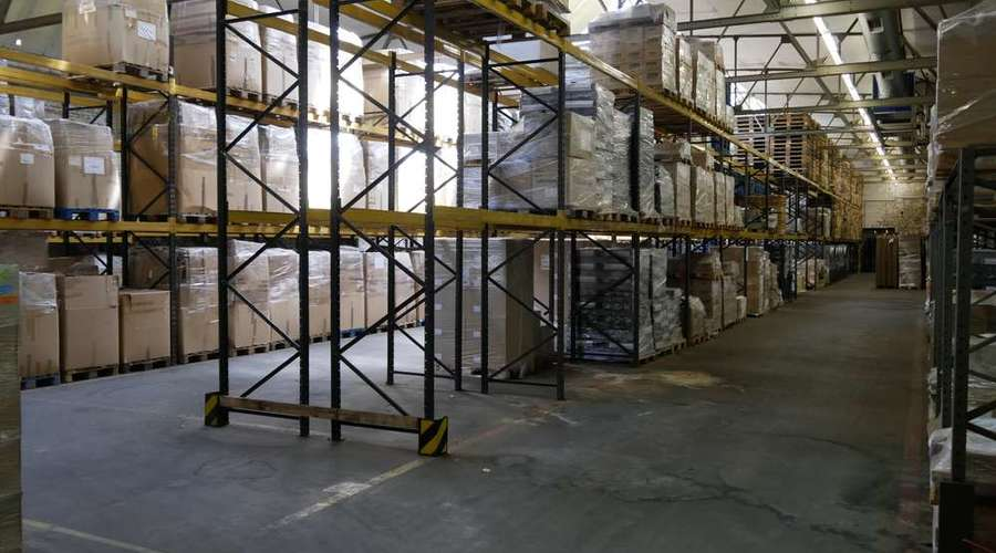 Warehouse / logistics hall with high storage and expansion potential
