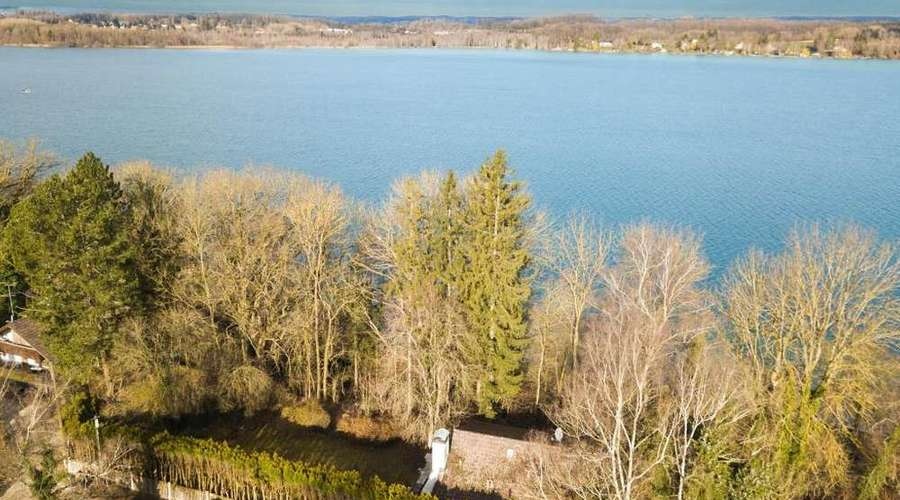 Dream property directly next to lake