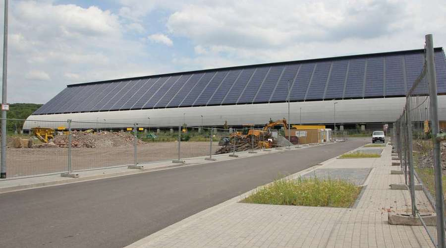 Large commercial property with production and storage hall