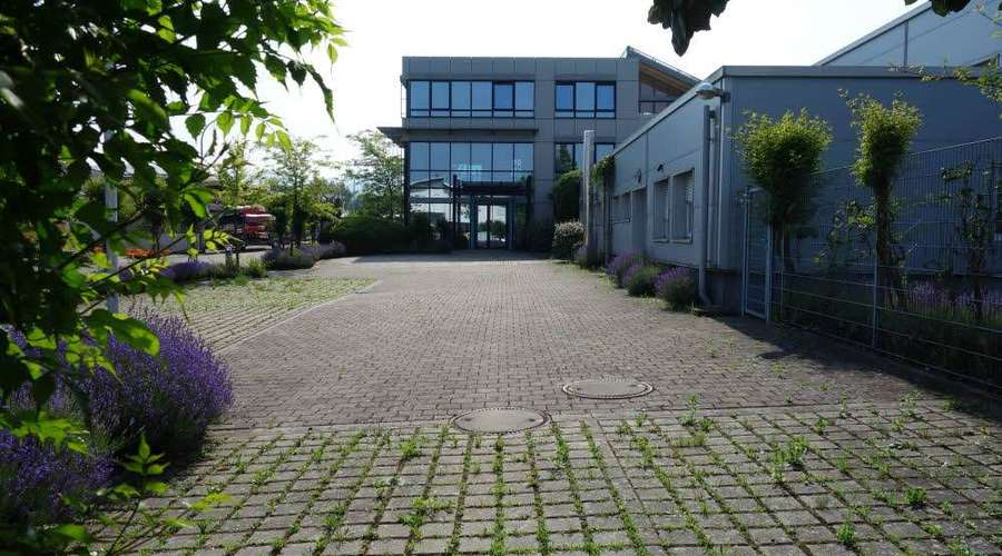 Attractive commercial property with a spacious plot