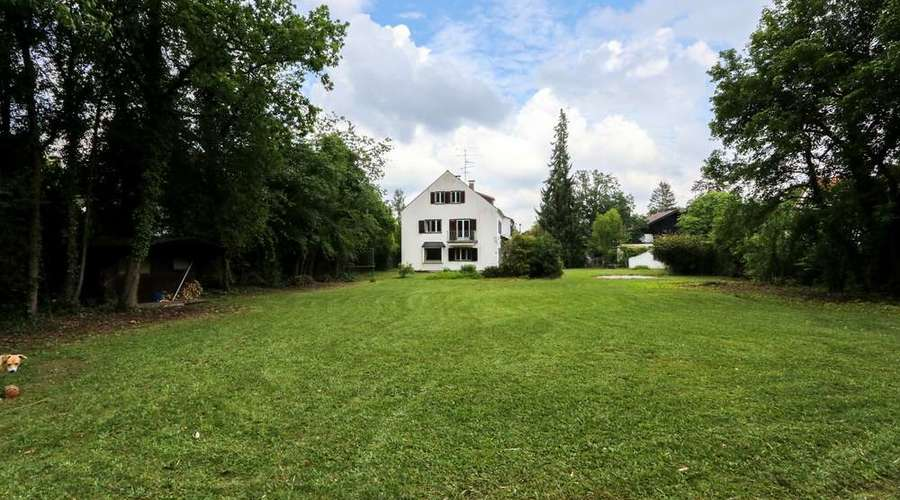 Unique property with 2260 m² of land