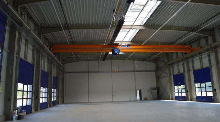High quality furnished commercial property with a generous open space