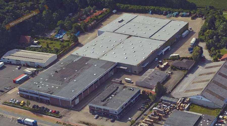 Storage and production halls with large offices