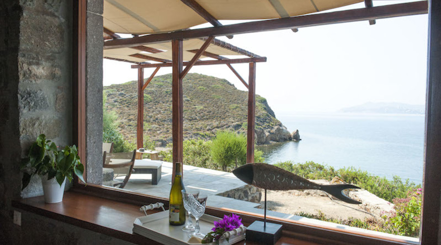 Suites & well-known restaurant with private beach
