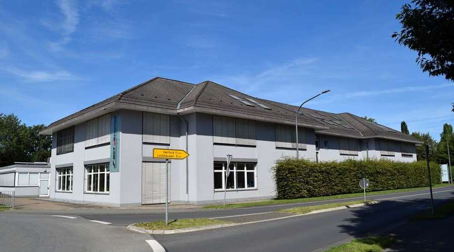 Attractive commercial property with office / production and storage space
