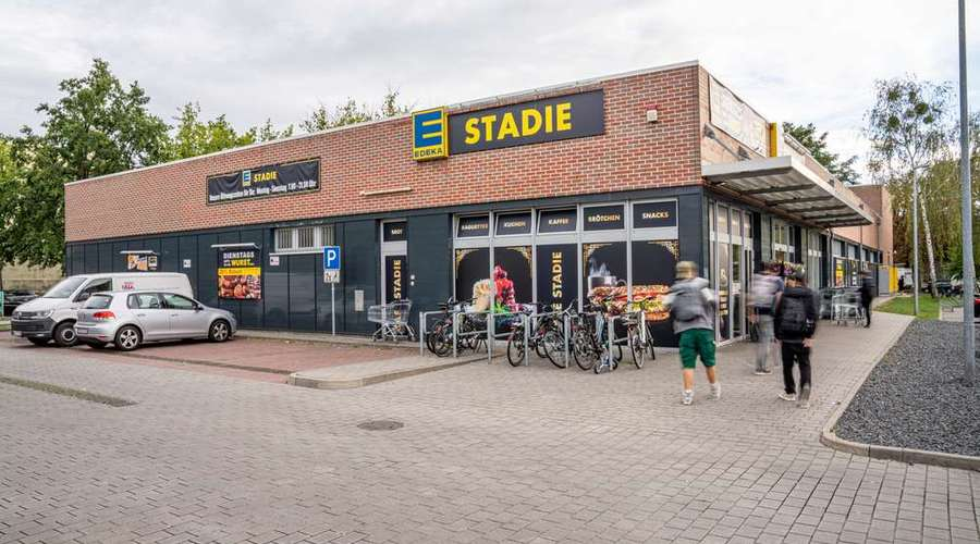 Supermarket with a long remaining lease term