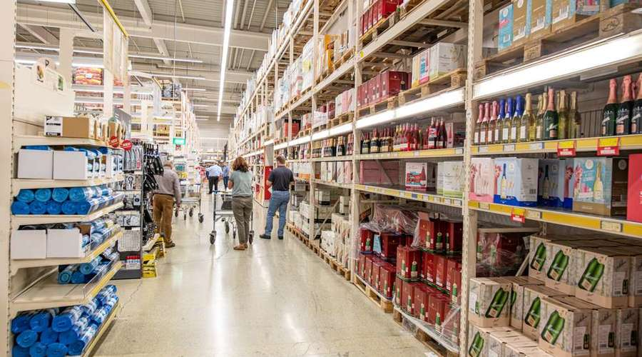 Cash & Carry store with a long remaining lease term