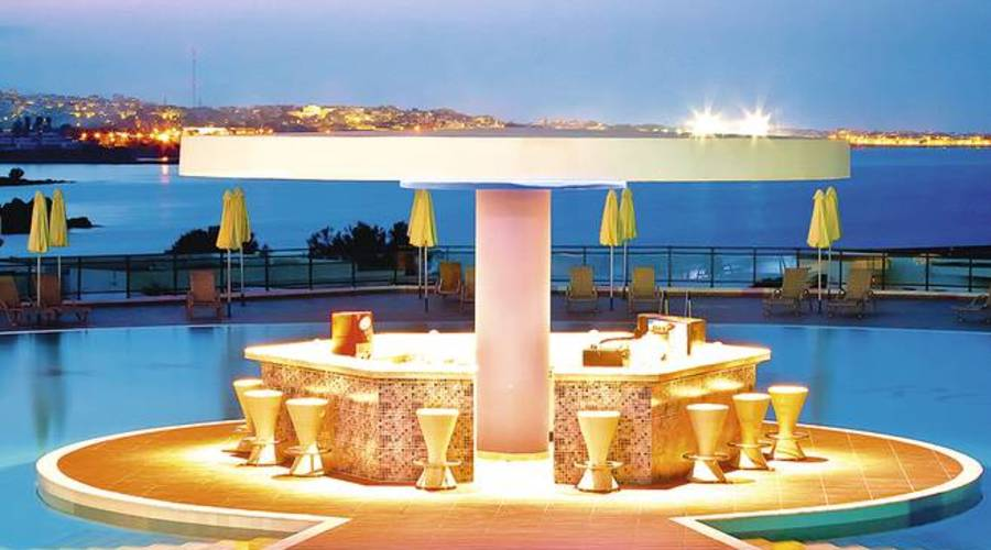 Luxury 5*star hotel with 560 rooms