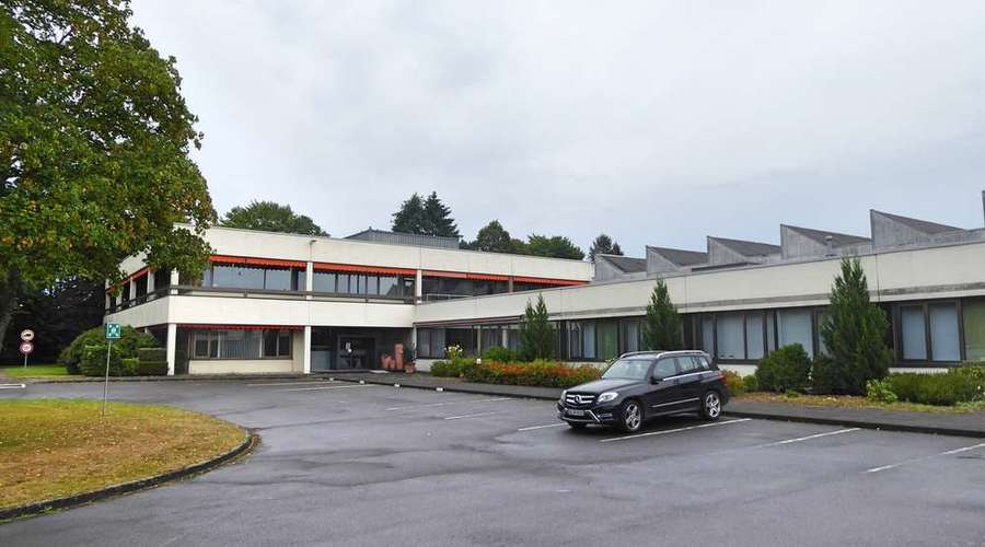Fully leased commercial area