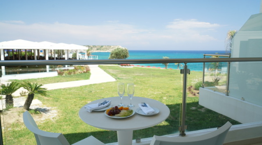 Hotel resort with 400 meters of beach