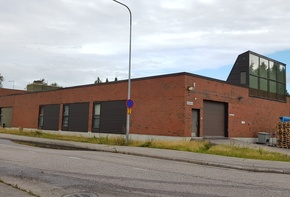Industrial building with income for sale