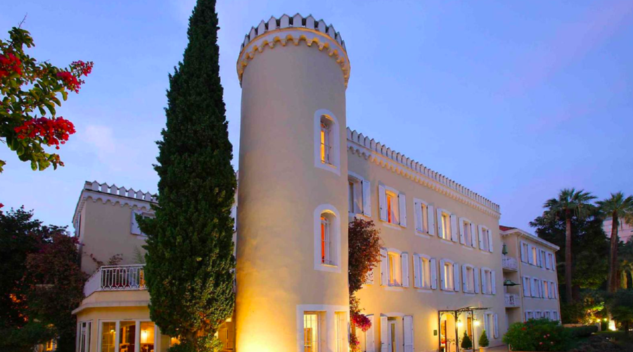 HOTEL**** + VILLA IN CANNES OVERHANGING THE MEDITERRANEAN SEA